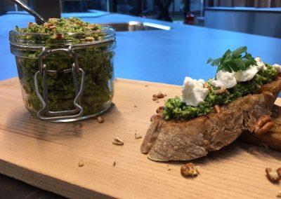 Crostini met broccolipesto van groenterijst