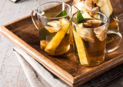 Hot lemonade met grapefruit, rozemarijn en honing