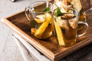 Warme limonade met grapefruit, rozemarijn en honing