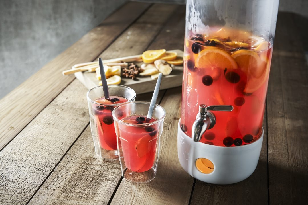 Hot lemonade met blauwe bes, gember en steranijs