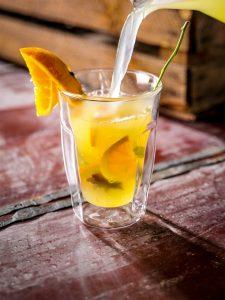 Hot lemonade, verantwoord alternatief voor calorierijke winterdrankjes