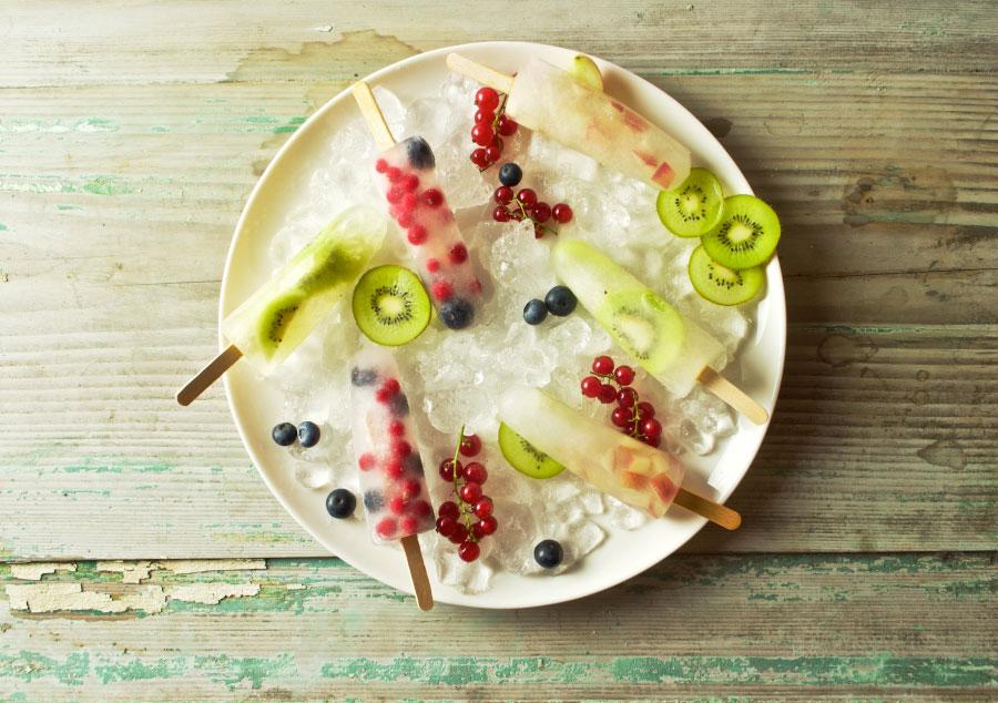 Waterijs met vers fruit
