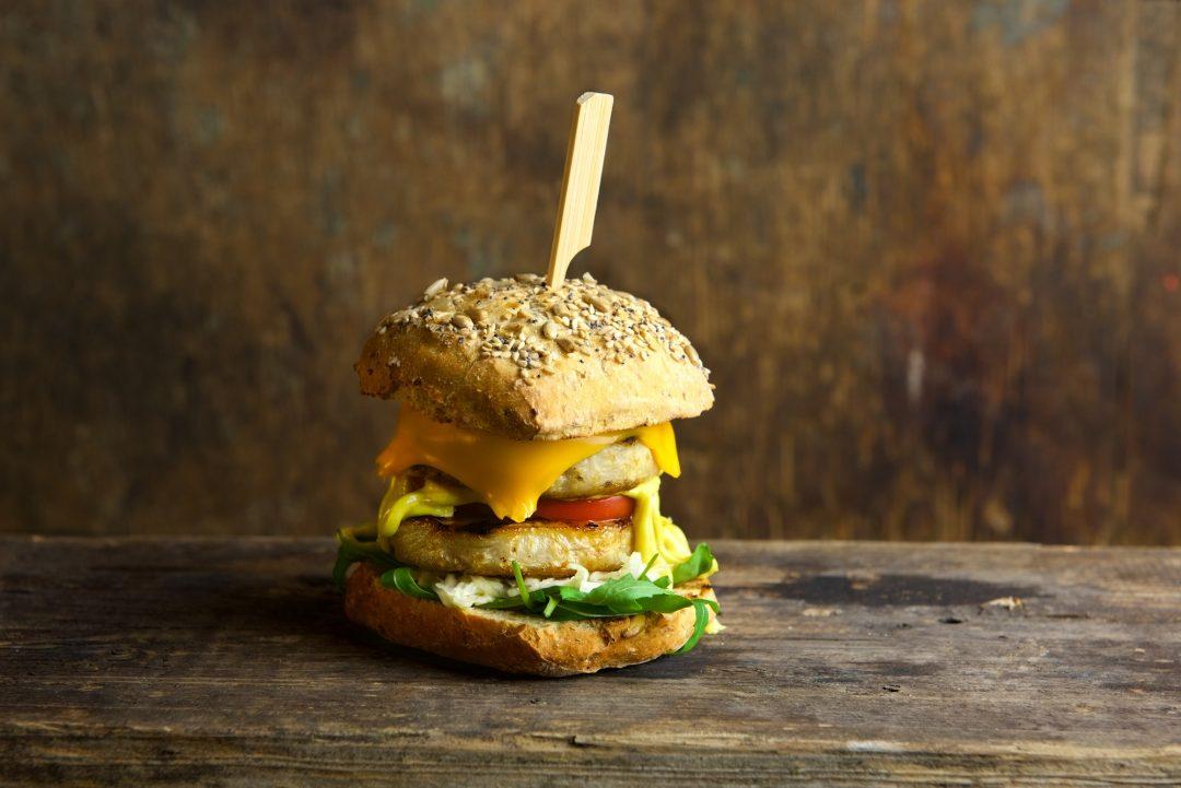 Spicy Sous-Vide knolselderij burger